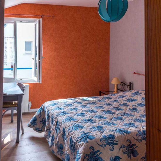 location-loctudy.net - chambre lit fenêtre
