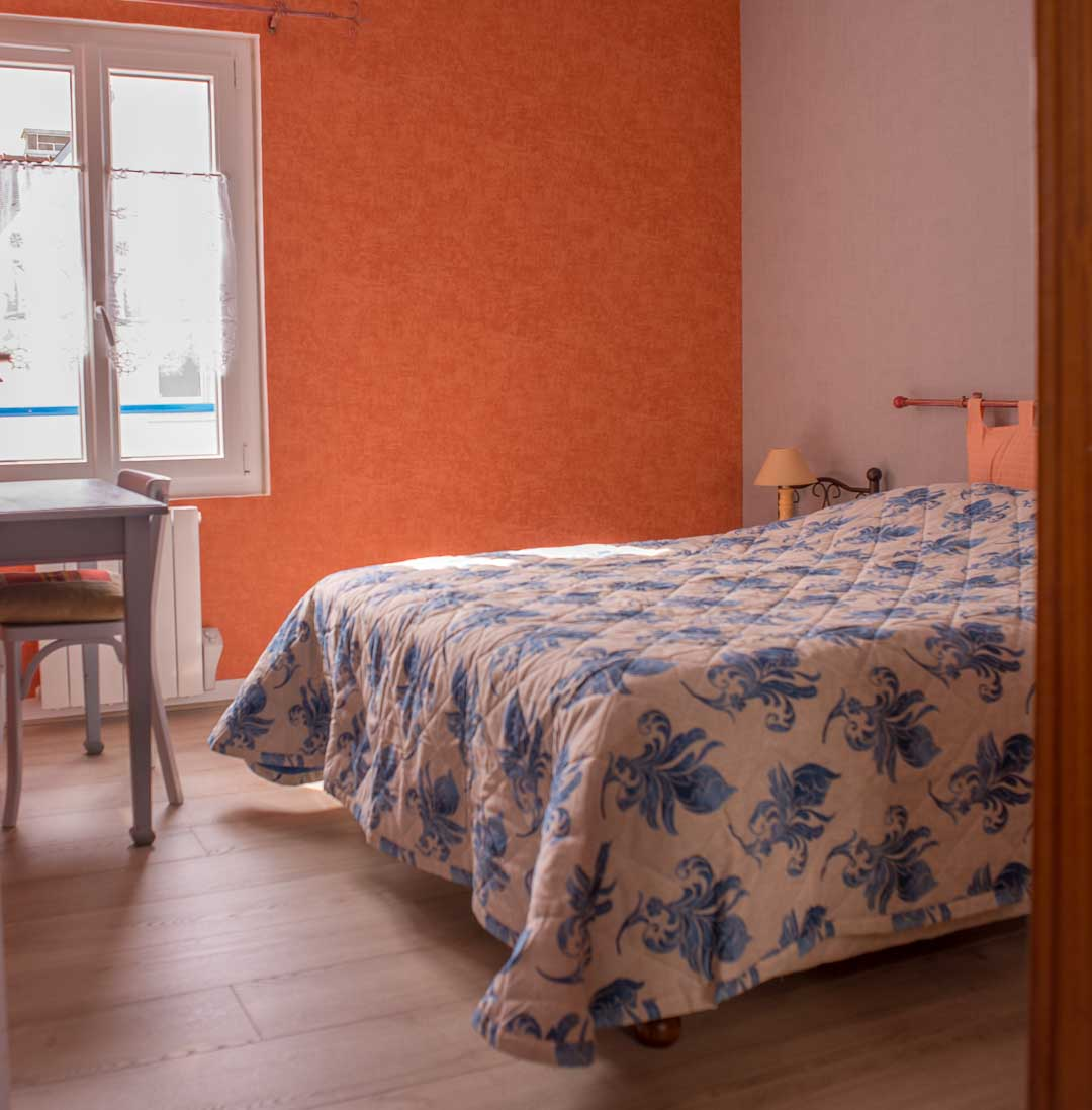 photos chambre coucher location loctudy bord de mer. Black Bedroom Furniture Sets. Home Design Ideas