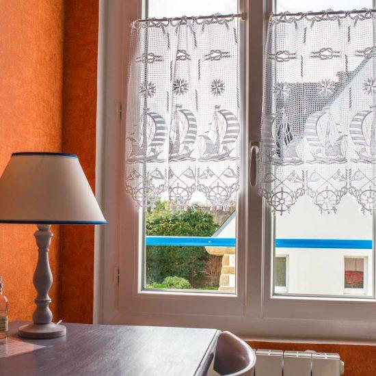 location-loctudy.net - chambre fenêtre